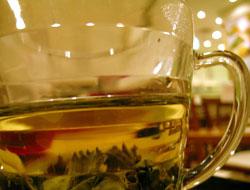 グラスで飲む凍頂烏龍茶