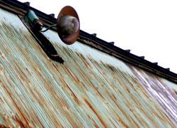 トタン屋根とライト