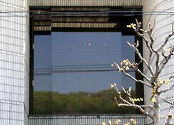 窓に映った風景