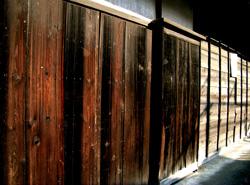 古民家の木壁