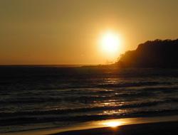 海に沈む陽
