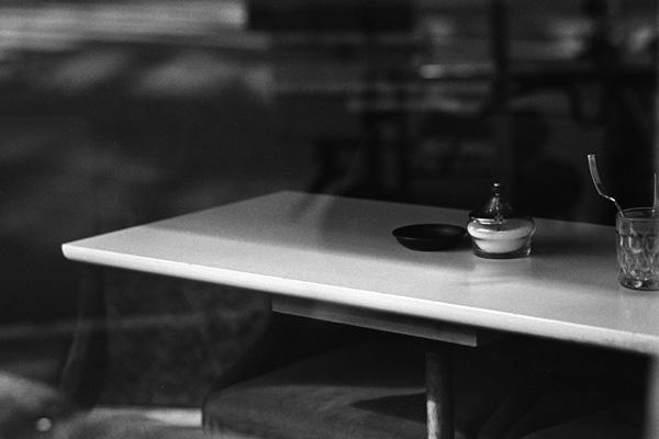 新宿の喫茶店@モノクロ写真